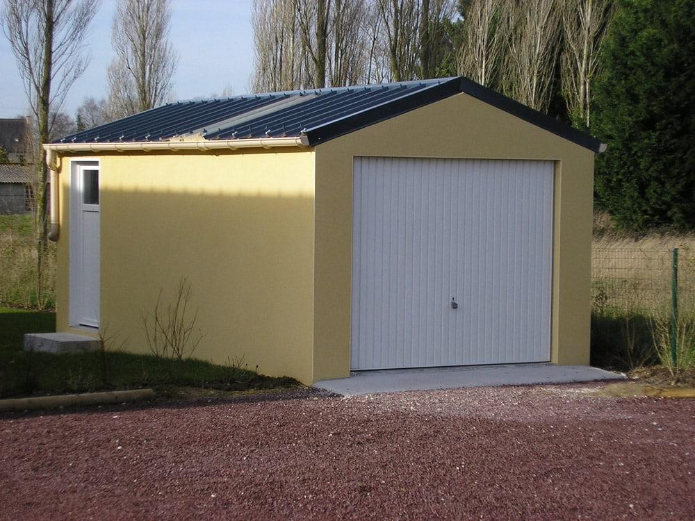 Garage béton enduit toit 2 pentes